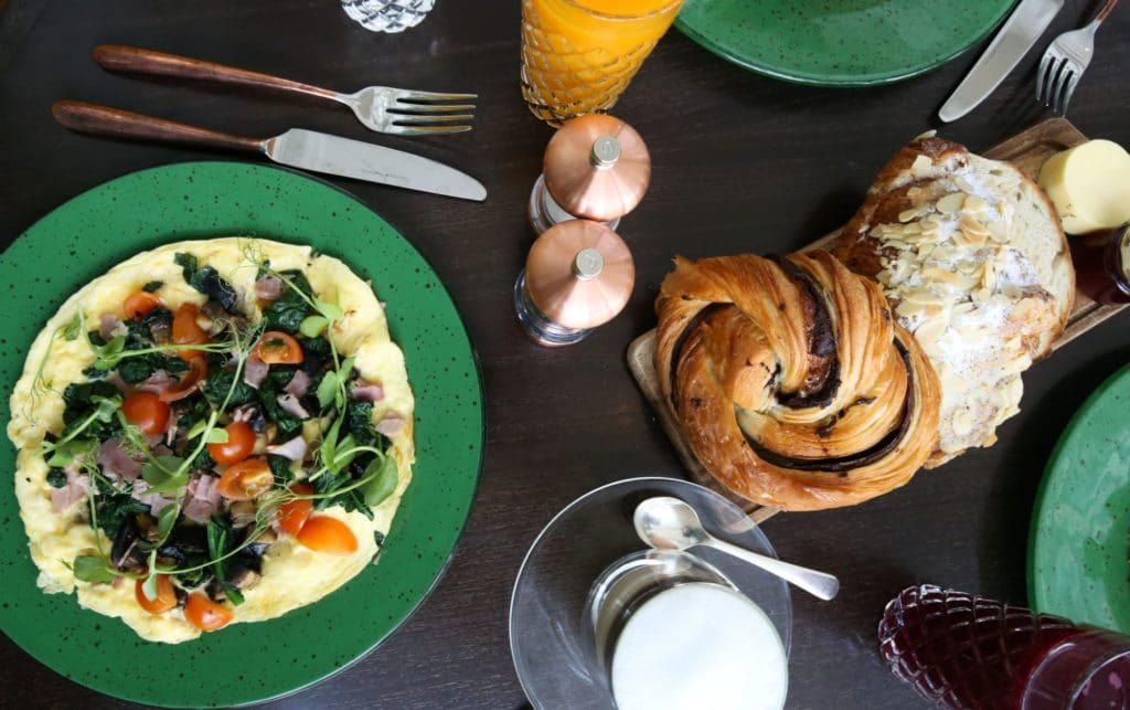 Breakfast Grand Hotel Waitress