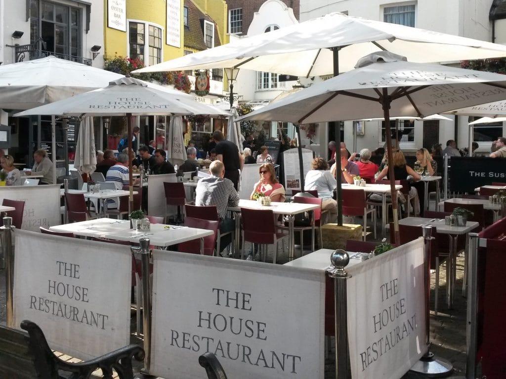 Alfresco dining at alfresco