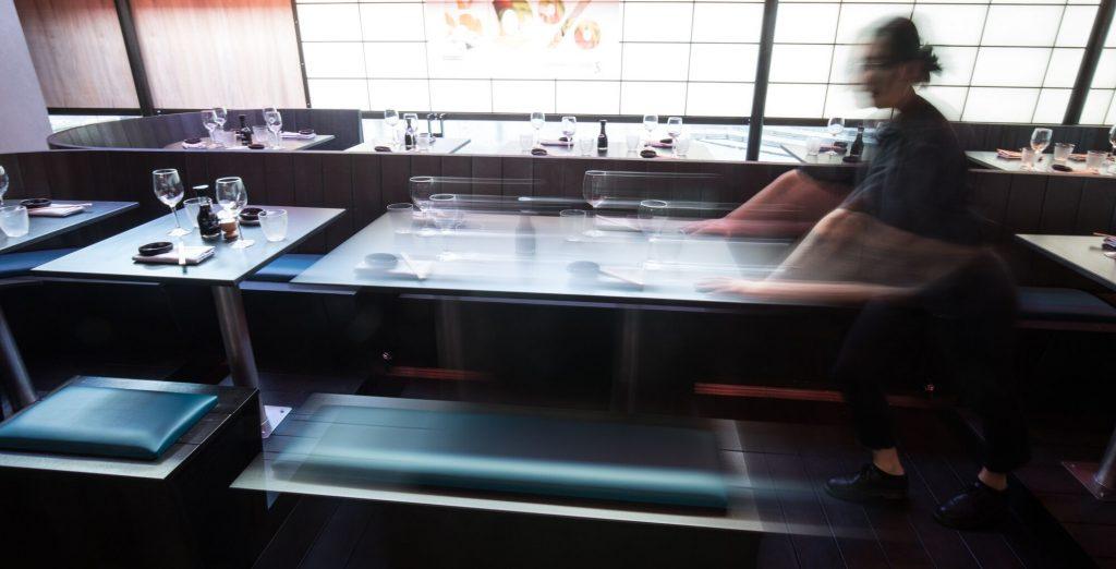 New-moving-tables-at-Moshimo-Restaurants-Brighton