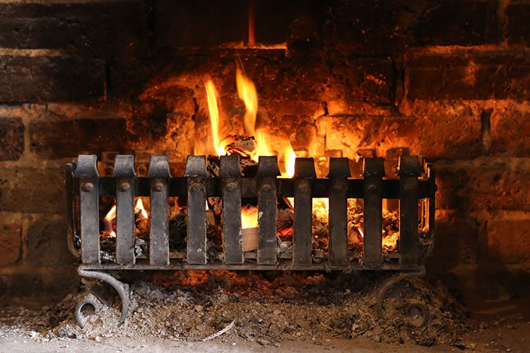pubs with fires, Winter fire at Sussex pub
