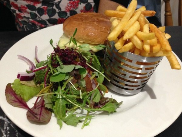 bucket and spade, brighton seafront, burger, burger review, brighton