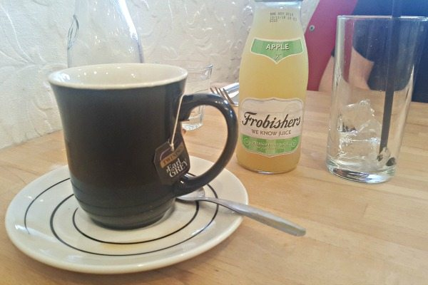 Apple Juice and tea at LangeLees