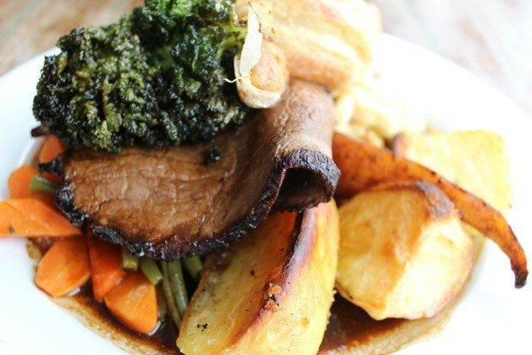Beef roast dinner at the Schooner Pub, Brighton