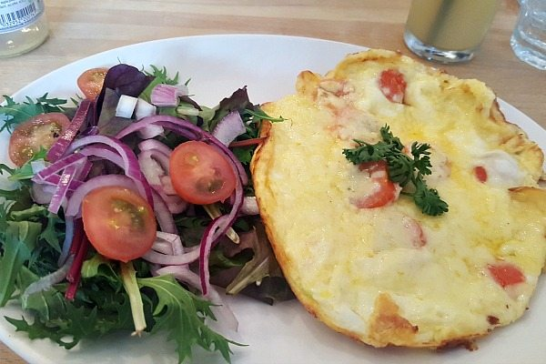 Tomato and Cheese Omelette LangeLees