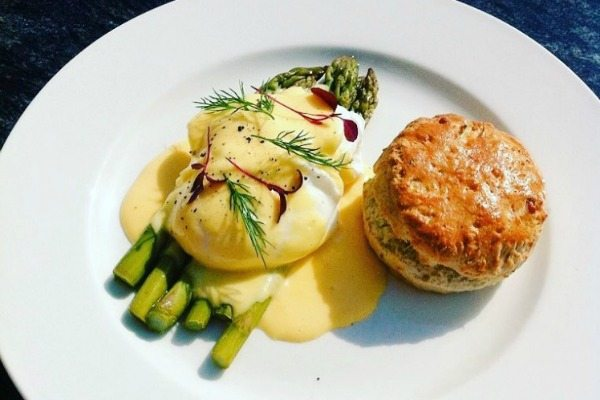 Best breakfasts in Brighton and Hove - Cherry Tree Brunch Asparagus and Hollandaise