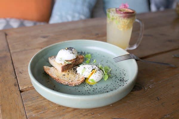 best cafe in Brighton, poached eggs and toast with an alcohol free cocktail