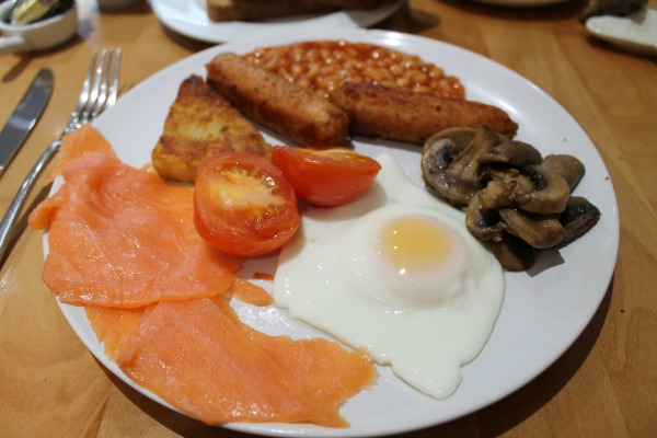 vegetarian breakfasts with salmon at little miss piggies. One of the best vegetarian breakfasts in Brighton
