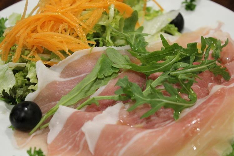 parma ham and melon at al duomo