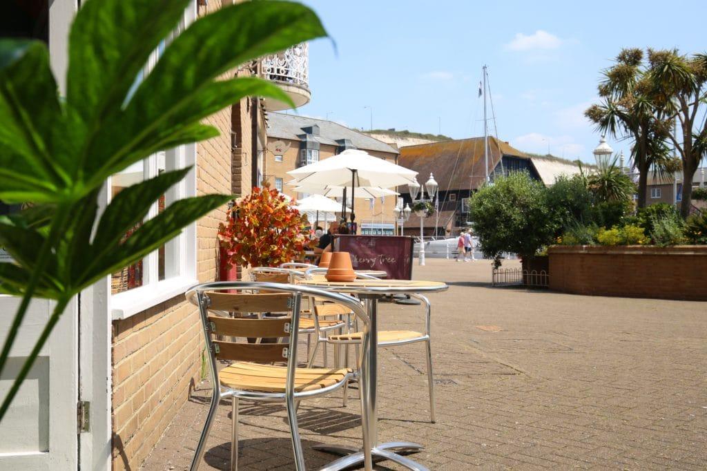 Alfresco dining at Brighton Marina