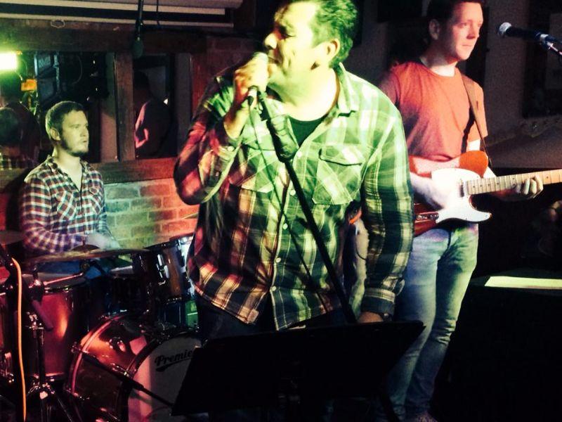 live bands at the Master Mariner, Brighton Marina