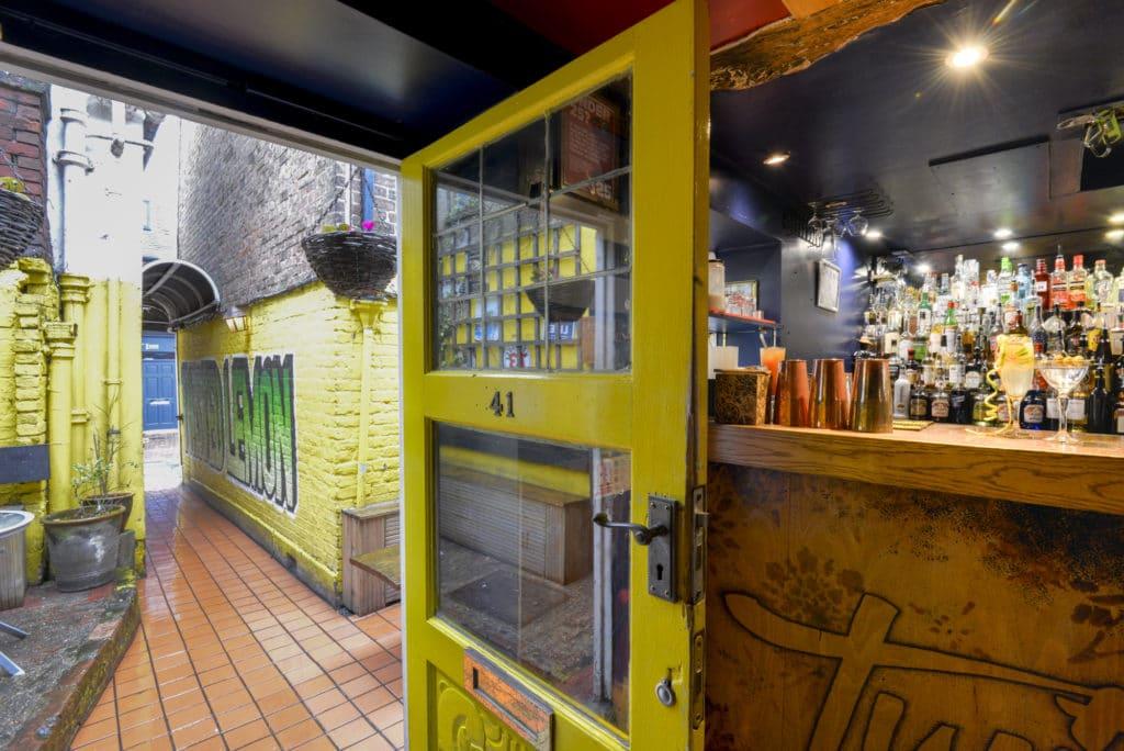 Alleyway to Twisted Lemon Brighton