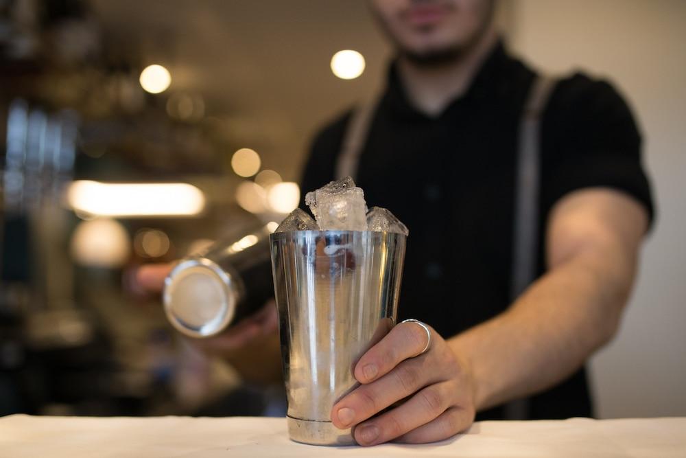 Cocktail mixology - HarBar Brightn