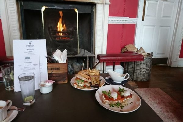 Proud-country-house-breakfast-fire