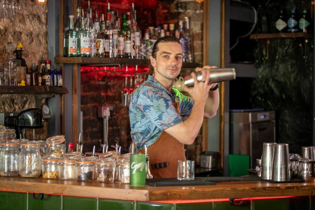 bartedner preparing cocktails
