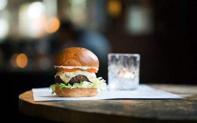 Brioche bun burger with lettuce and cheese served with a cocktail